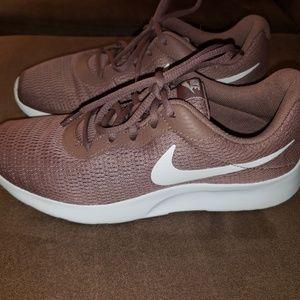 Womens Nike Tanjun Shoes Size 8.5